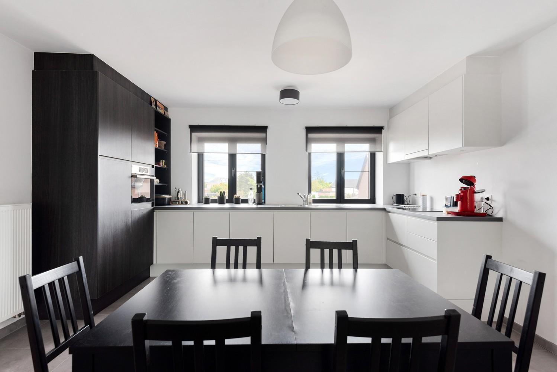 Recent, ruim duplex appartement met 3 slaapkamers en zonnig terras! afbeelding 10