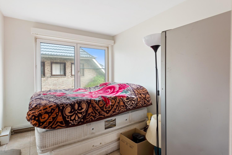 Deels te renoveren appartement (95 m²) met 4 slaapkamers in het centrum van Wijnegem! afbeelding 6
