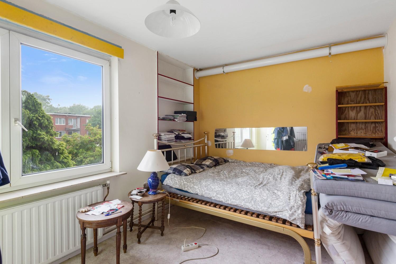 Deels te renoveren appartement (95 m²) met 4 slaapkamers in het centrum van Wijnegem! afbeelding 7