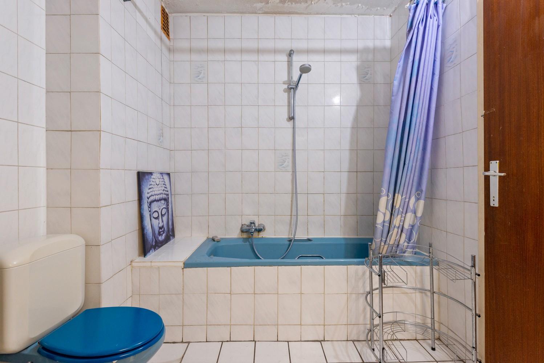 Deels te renoveren appartement (95 m²) met 4 slaapkamers in het centrum van Wijnegem! afbeelding 8