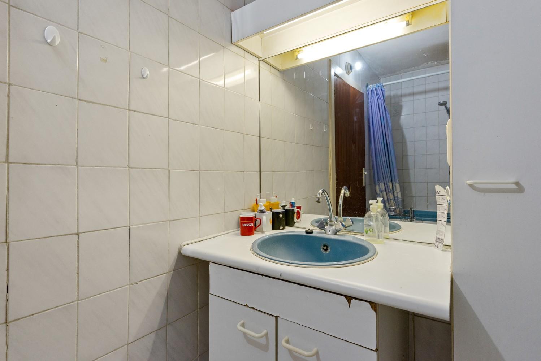 Deels te renoveren appartement (95 m²) met 4 slaapkamers in het centrum van Wijnegem! afbeelding 9