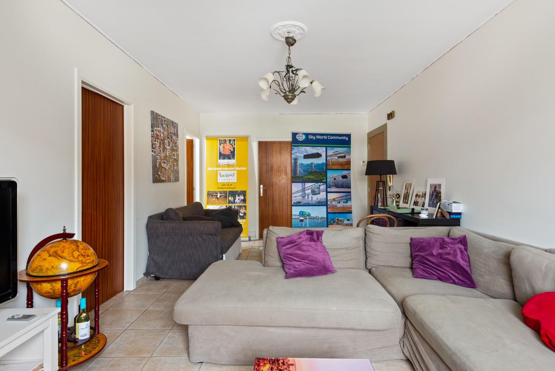 Deels te renoveren appartement (95 m²) met 4 slaapkamers in het centrum van Wijnegem! afbeelding 2