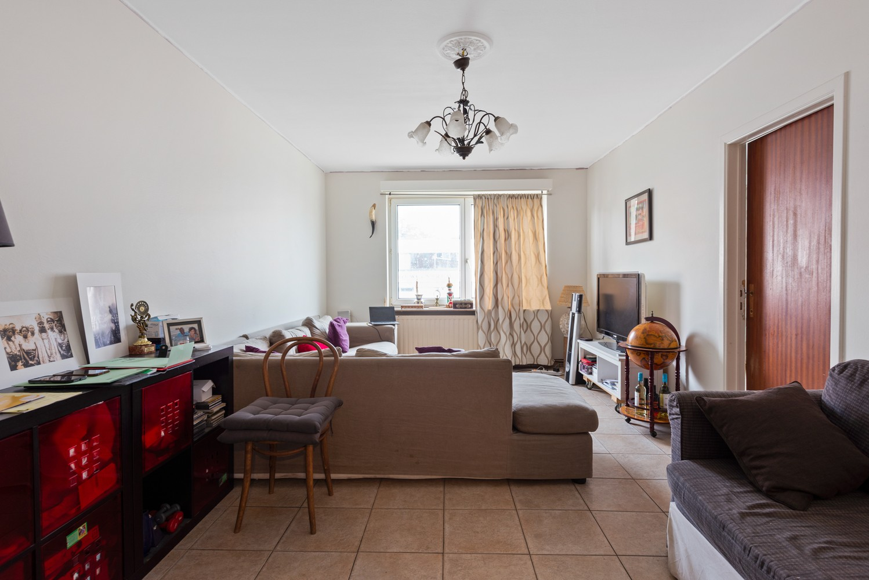 Deels te renoveren appartement (95 m²) met 4 slaapkamers in het centrum van Wijnegem! afbeelding 3