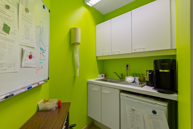 Commerciële - of praktijkruimte/te renoveren gelijkvloers appartement (93 m²) op een zeer centrale locatie te Wijnegem! afbeelding 9