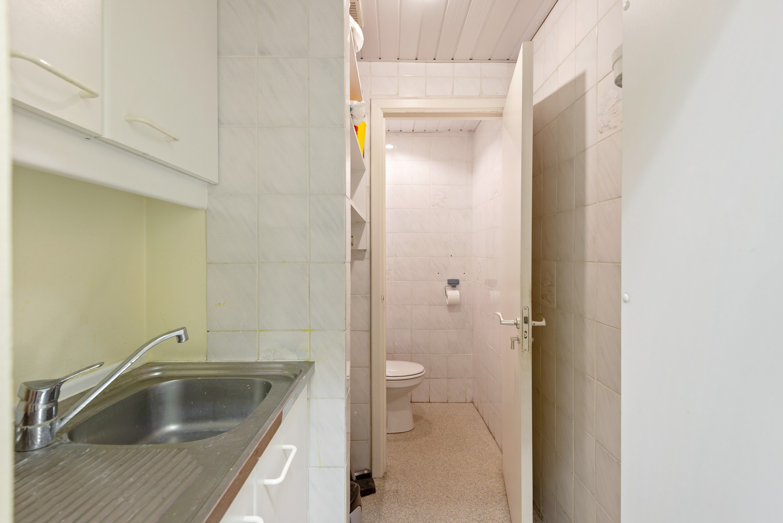 Commerciële - of praktijkruimte/te renoveren gelijkvloers appartement (93 m²) op een zeer centrale locatie te Wijnegem! afbeelding 11