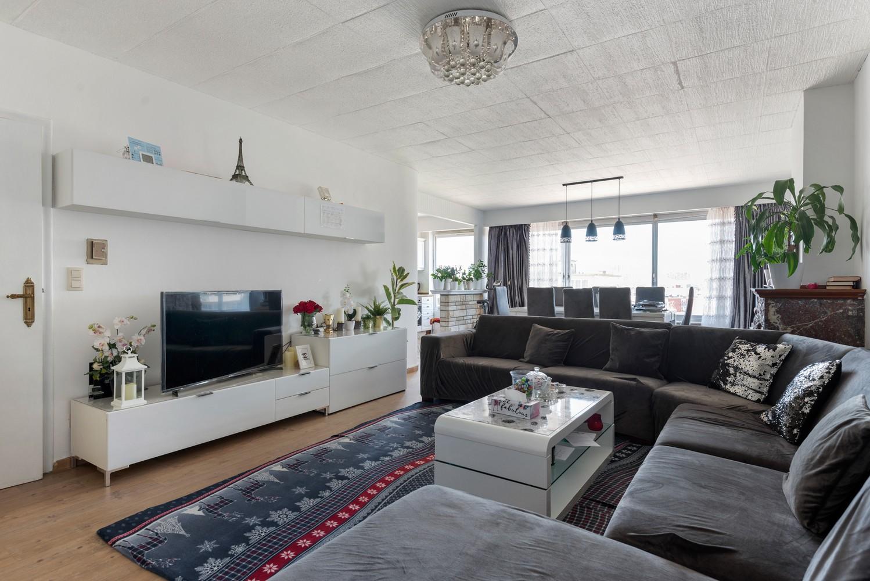 Ruim appartement met 3 slaapkamers en terrasje op een goede locatie te Deurne! afbeelding 1