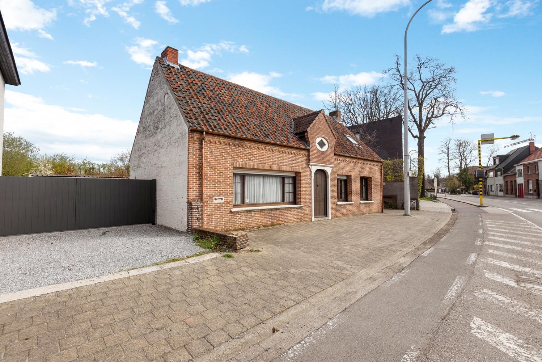 Huis bestaande uit twee wooneenheden met oprit en magazijn! afbeelding 2