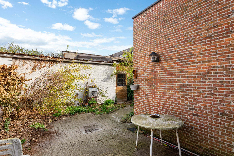 Huis bestaande uit twee wooneenheden met oprit en magazijn! afbeelding 9