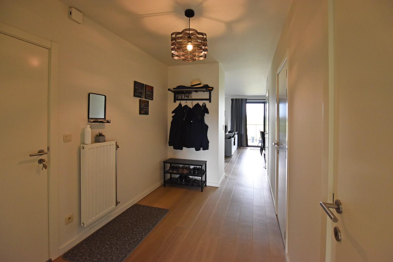 Zeer mooi appartement in recent gebouw met 2 slaapkamers, terras en garagebox te Wommelgem. afbeelding 3