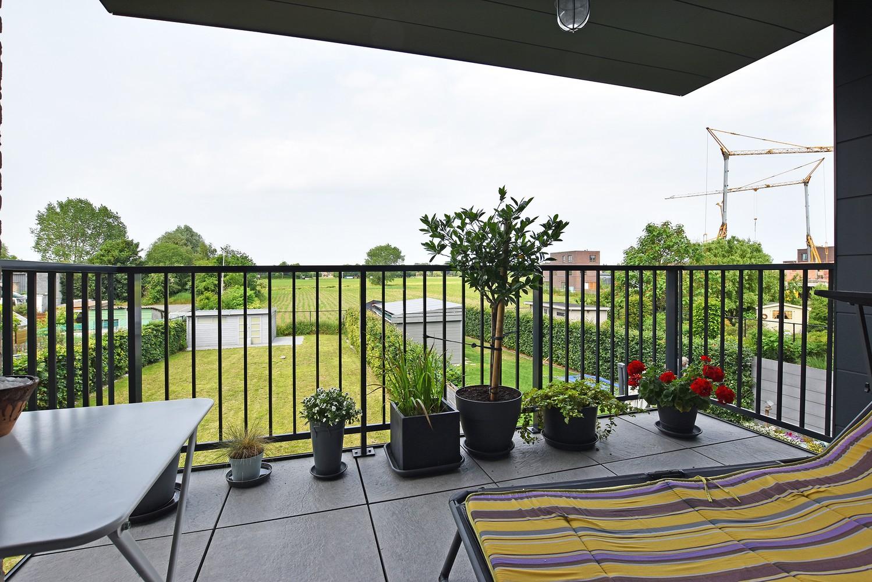 Zeer mooi appartement in recent gebouw met 2 slaapkamers, terras en garagebox te Wommelgem. afbeelding 2