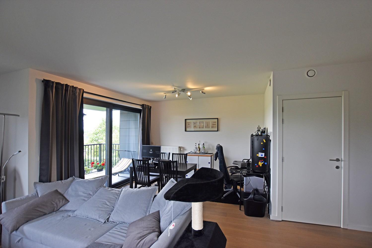 Zeer mooi appartement in recent gebouw met 2 slaapkamers, terras en garagebox te Wommelgem. afbeelding 4