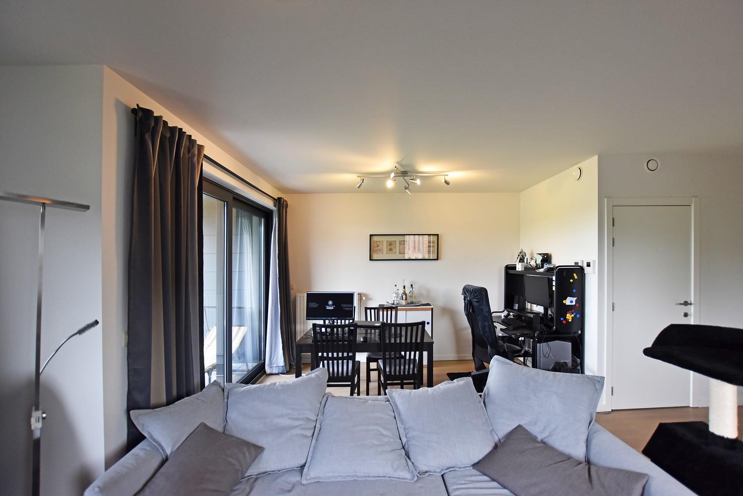 Zeer mooi appartement in recent gebouw met 2 slaapkamers, terras en garagebox te Wommelgem. afbeelding 5