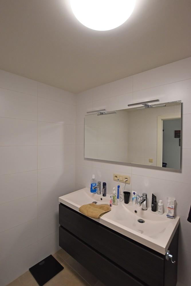 Zeer mooi appartement in recent gebouw met 2 slaapkamers, terras en garagebox te Wommelgem. afbeelding 11