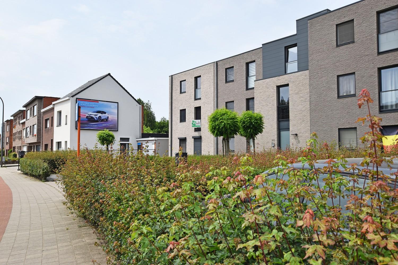 Zeer mooi appartement in recent gebouw met 2 slaapkamers, terras en garagebox te Wommelgem. afbeelding 1