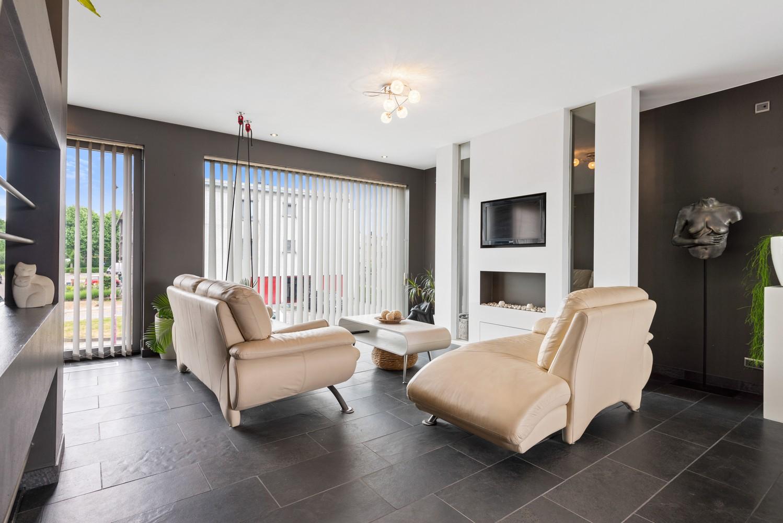 Recente bel-étage met drie slaapkamers en leuke tuin met jacuzzi en buitenkeuken te Stabroek! afbeelding 3