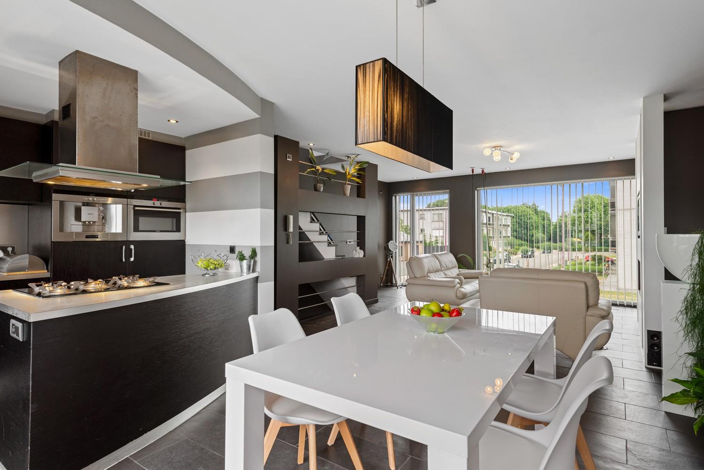 Recente bel-étage met drie slaapkamers en leuke tuin met jacuzzi en buitenkeuken te Stabroek! afbeelding 9