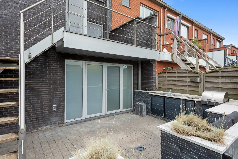 Recente bel-étage met drie slaapkamers en leuke tuin met jacuzzi en buitenkeuken te Stabroek! afbeelding 26