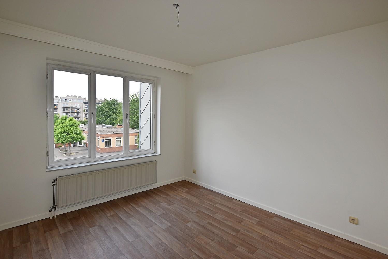 Verzorgd appartement met twee slaapkamers en terras te Deurne. afbeelding 4