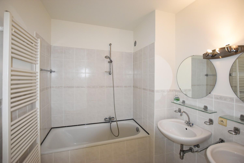 Verzorgd appartement met twee slaapkamers en terras te Deurne. afbeelding 6