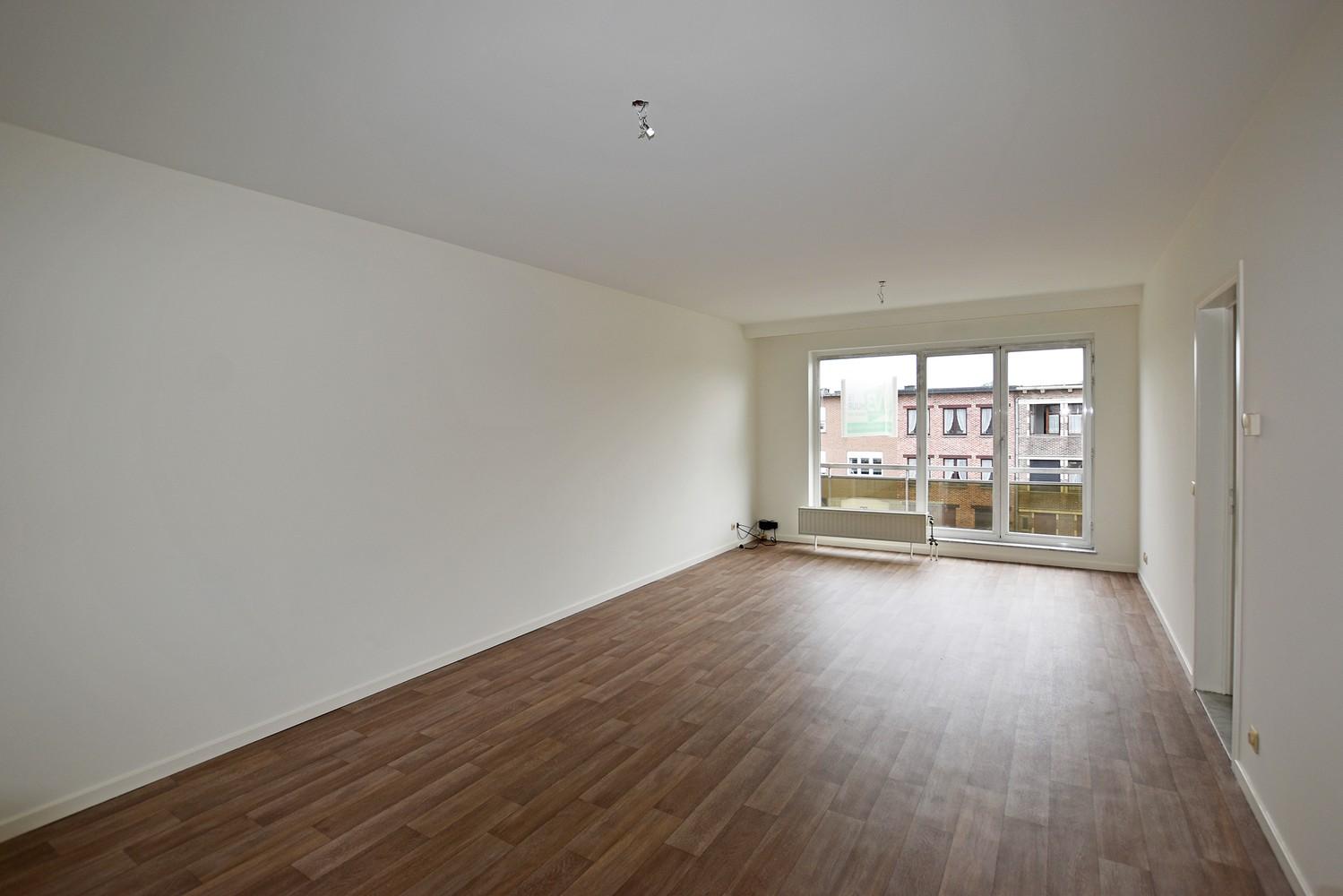 Verzorgd appartement met twee slaapkamers en terras te Deurne. afbeelding 1