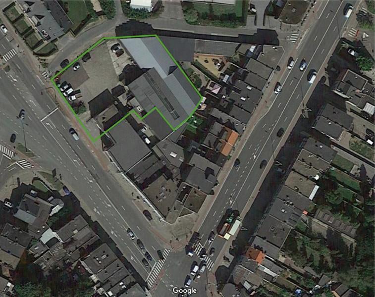 Commerciële gebouwen en bouwgrond op een uiterst interessante locatie te Wommelgem afbeelding 1