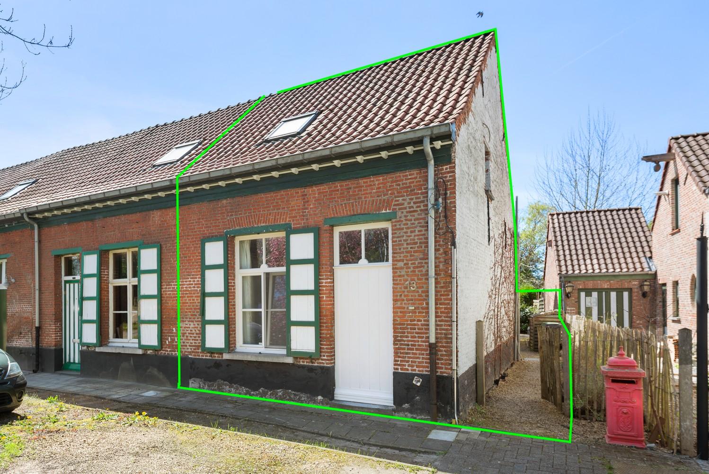 Instapklare half open woning met ruime tuin op toplocatie te Wijnegem! afbeelding 2