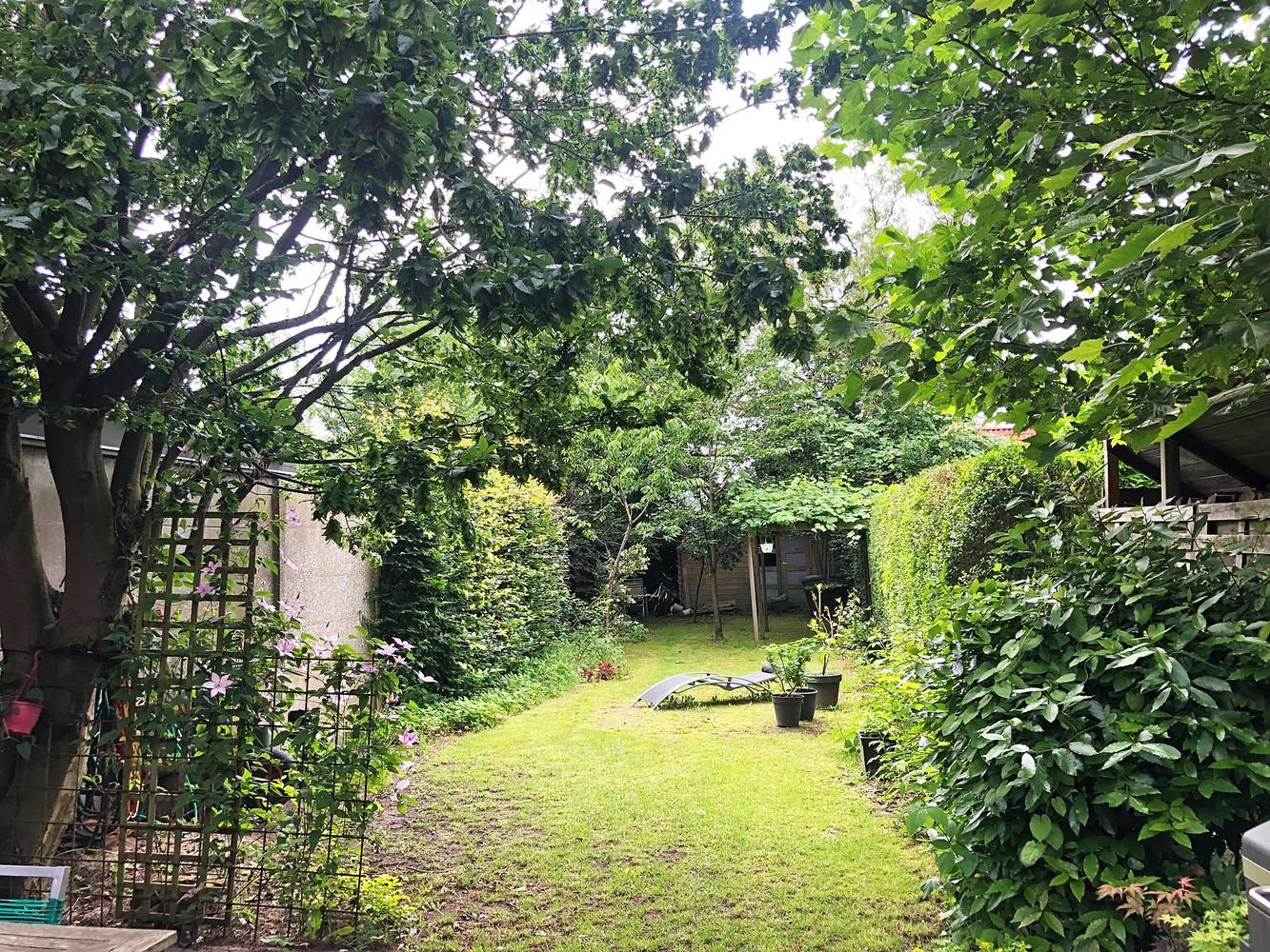 Instapklare half open woning met ruime tuin op toplocatie te Wijnegem! afbeelding 16