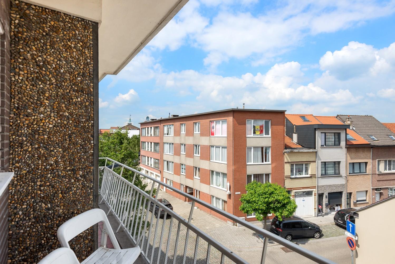 Opbrengsteigendom bestaande uit 3 appartementen en 4 garageboxen te Merksem. afbeelding 8
