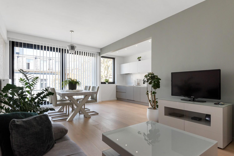 Stijlvol gerenoveerd appartement gelegen tussen het historisch centrum en 't Eilandje! afbeelding 3