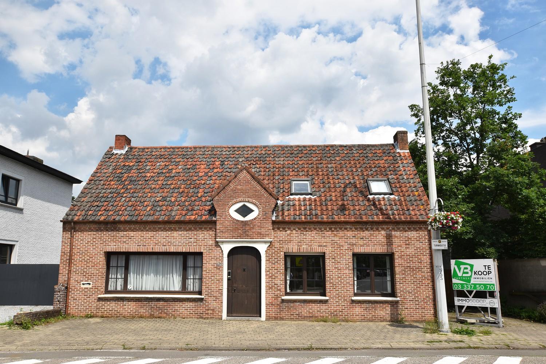 Huis bestaande uit twee wooneenheden met oprit en magazijn! afbeelding 1