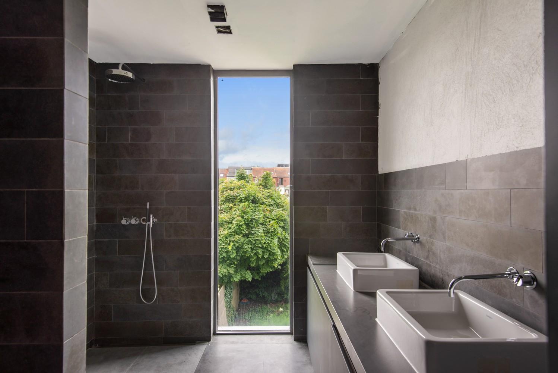 Verrassend ruime woning met 5 slaapkamers en leuke tuin te Merksem! afbeelding 14