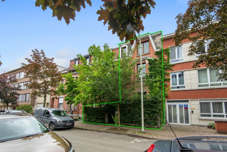 Verrassend ruime woning met 5 slaapkamers en leuke tuin te Merksem! afbeelding 1