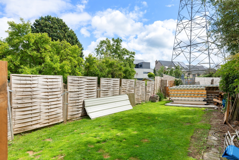 Ruime, op te frissen eengezinswoning met drie slaapkamers en grote tuin te Wijnegem! afbeelding 2