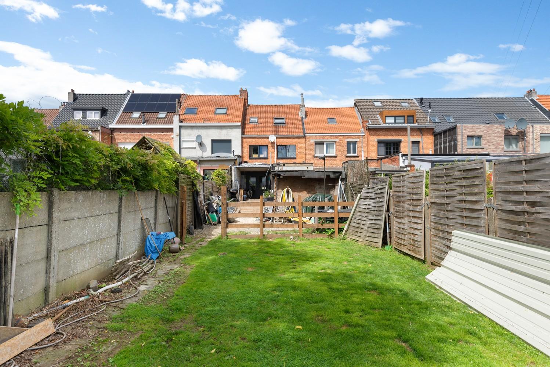 Ruime, op te frissen eengezinswoning met drie slaapkamers en grote tuin te Wijnegem! afbeelding 21