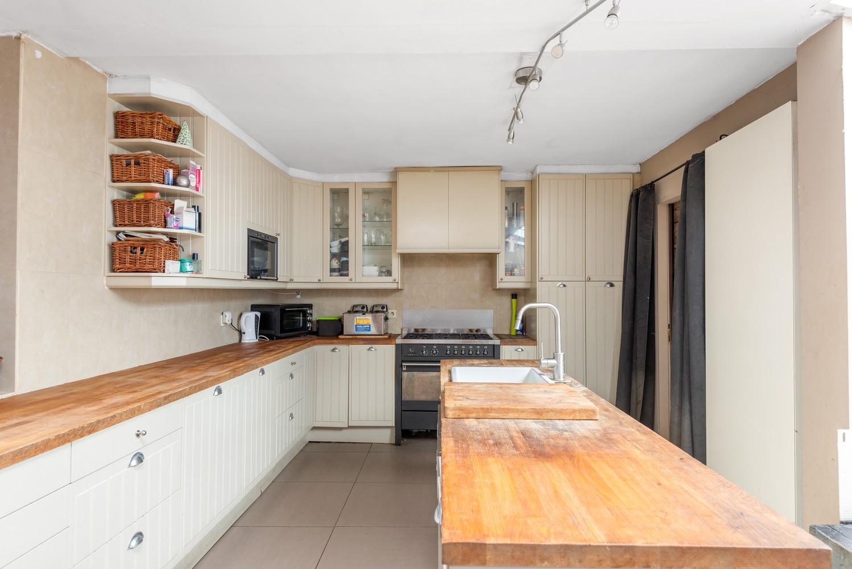 Ruime, op te frissen eengezinswoning met drie slaapkamers en grote tuin te Wijnegem! afbeelding 10