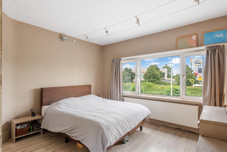Ruime, op te frissen eengezinswoning met drie slaapkamers en grote tuin te Wijnegem! afbeelding 12