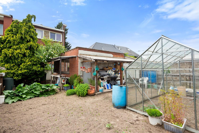 Commerciële - of praktijkruimte/te renoveren gelijkvloers appartement (93 m²) op een zeer centrale locatie te Wijnegem! afbeelding 2
