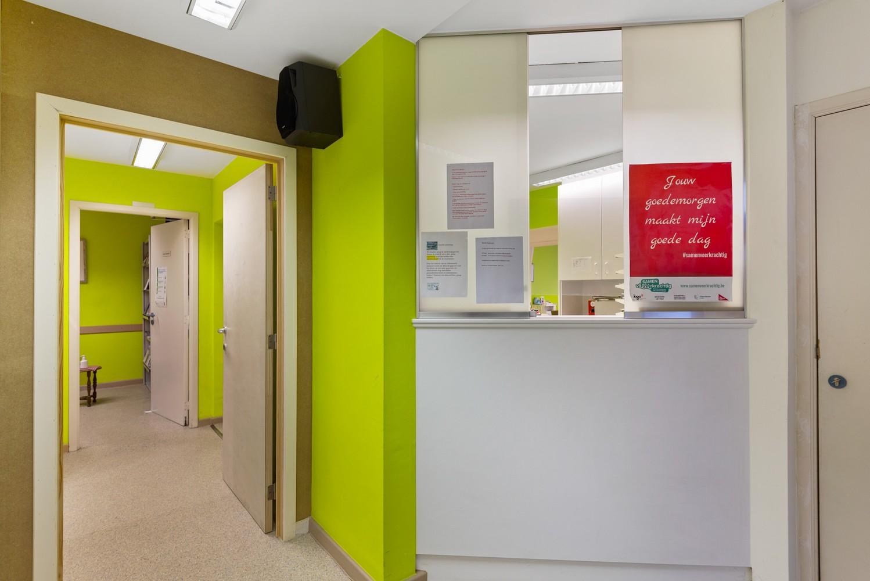 Commerciële - of praktijkruimte/te renoveren gelijkvloers appartement (93 m²) op een zeer centrale locatie te Wijnegem! afbeelding 10