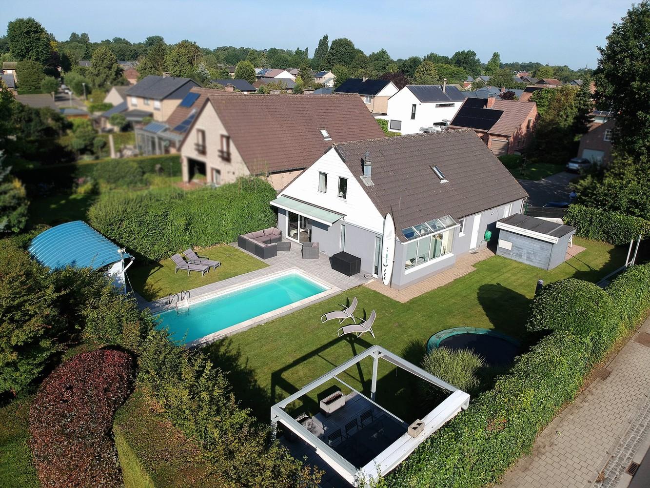 Zeer gunstig gelegen villa op een perceel van 657m² met zwembad! afbeelding 1