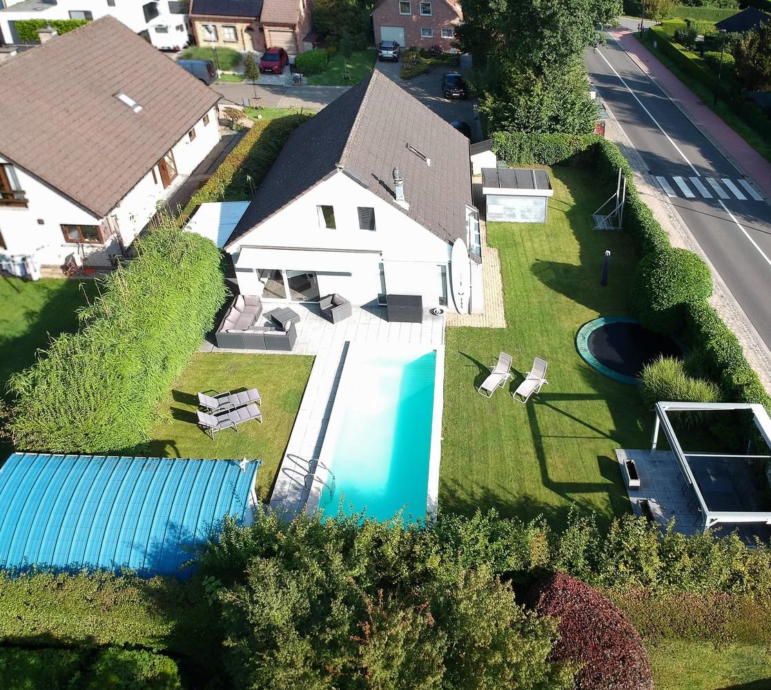 Zeer gunstig gelegen villa op een perceel van 657m² met zwembad! afbeelding 30