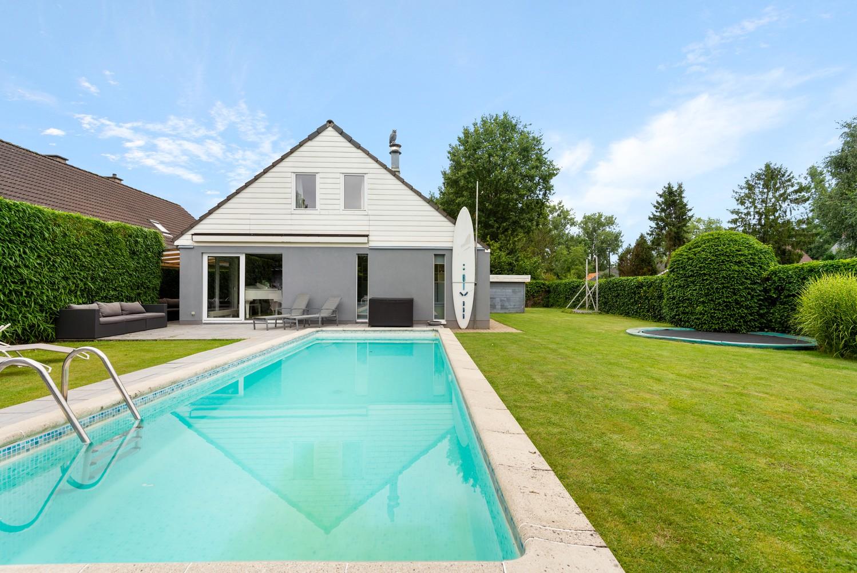 Zeer gunstig gelegen villa op een perceel van 657m² met zwembad! afbeelding 2