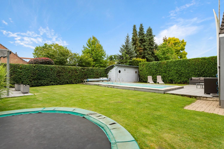 Zeer gunstig gelegen villa op een perceel van 657m² met zwembad! afbeelding 29
