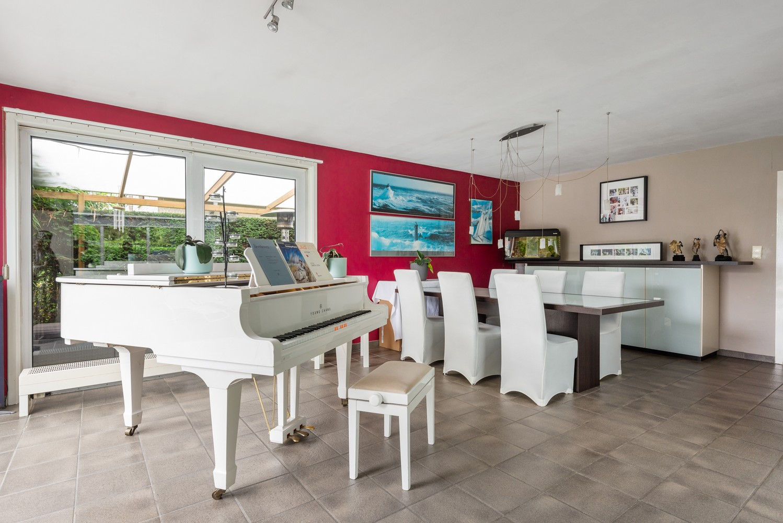 Zeer gunstig gelegen villa op een perceel van 657m² met zwembad! afbeelding 7