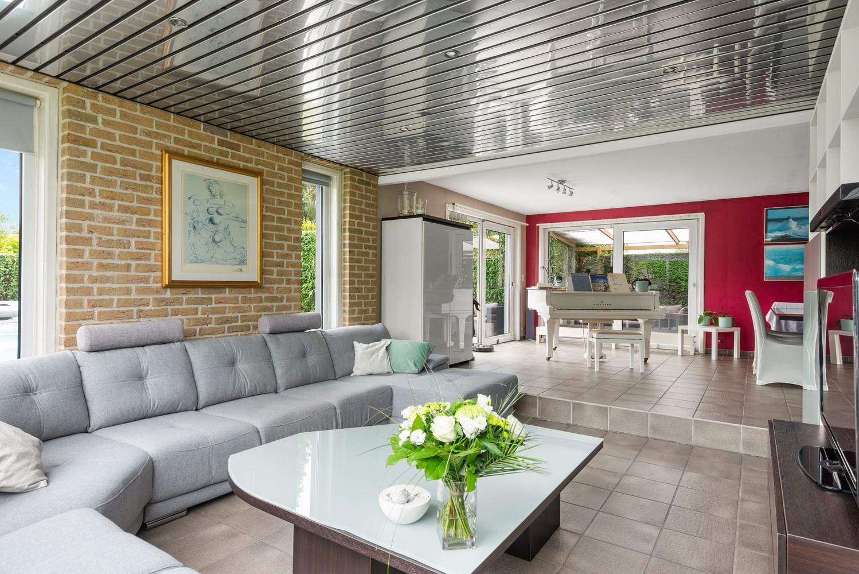 Zeer gunstig gelegen villa op een perceel van 657m² met zwembad! afbeelding 3