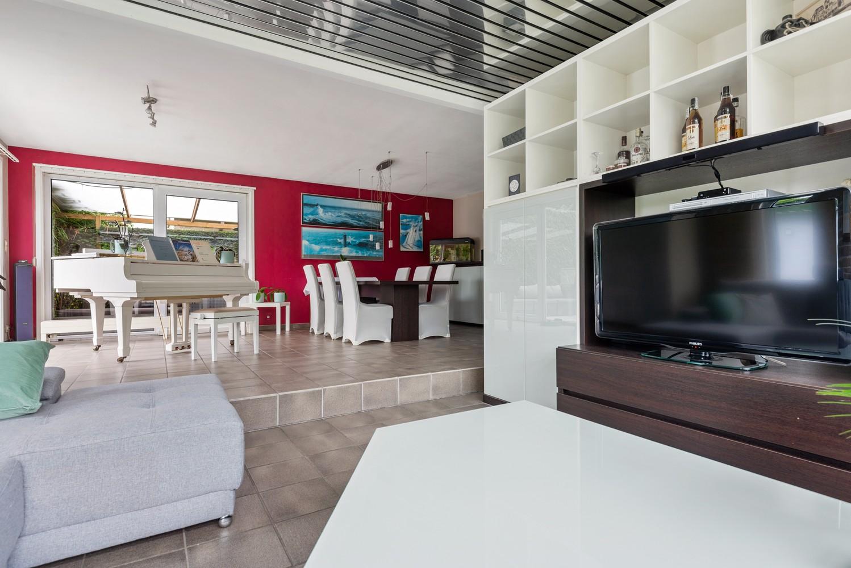 Zeer gunstig gelegen villa op een perceel van 657m² met zwembad! afbeelding 6