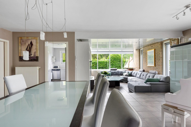 Zeer gunstig gelegen villa op een perceel van 657m² met zwembad! afbeelding 5