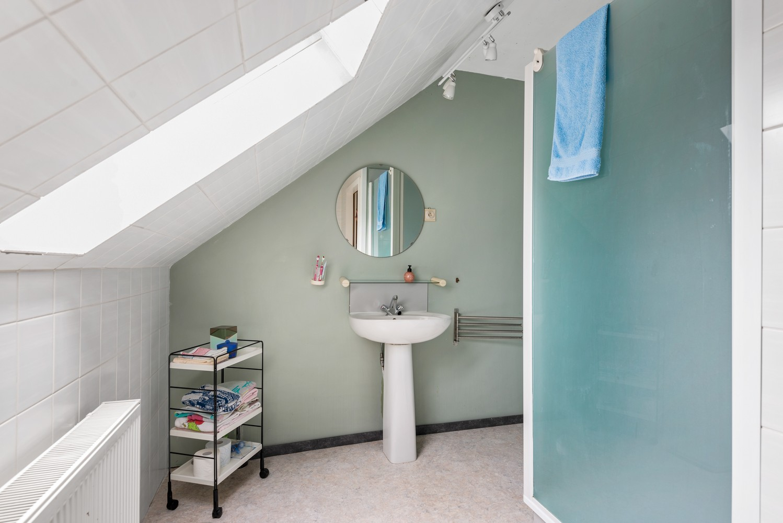 Zeer gunstig gelegen villa op een perceel van 657m² met zwembad! afbeelding 22