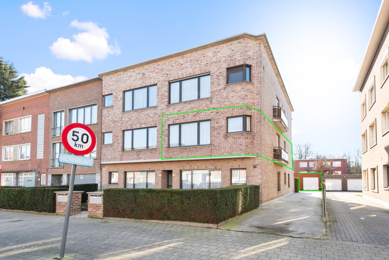 Verzorgd appartement met twee slaapkamers en terras te Wijnegem! afbeelding 1