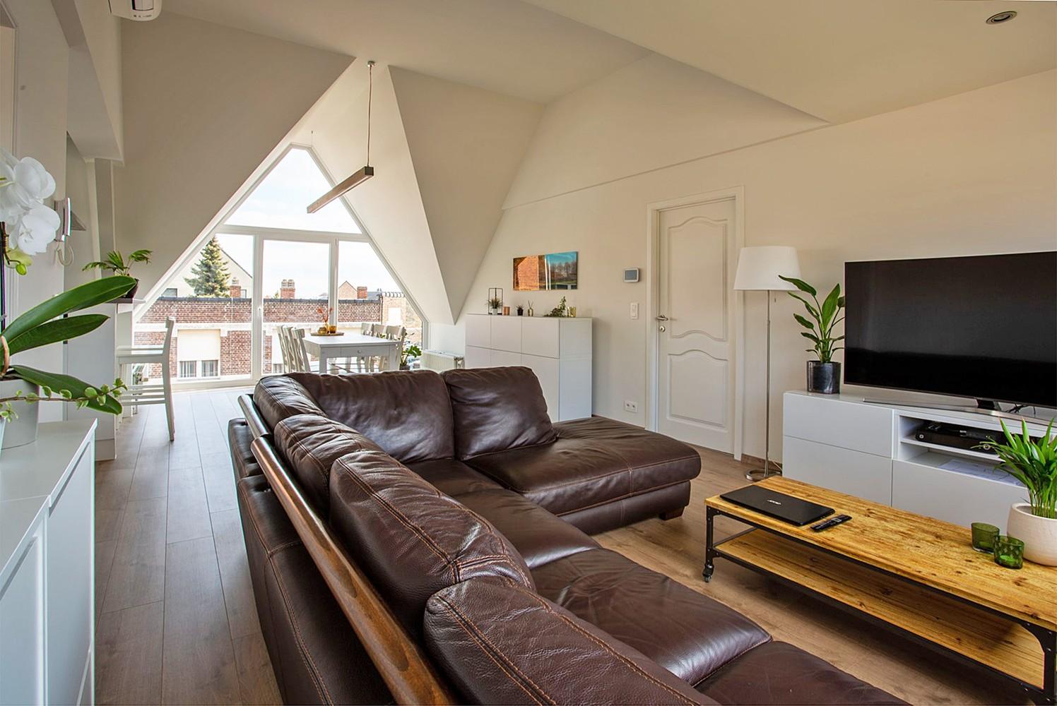 Verrassend ruim, lichtrijk appartement met 3 slaapkamers in hartje Broechem! afbeelding 4