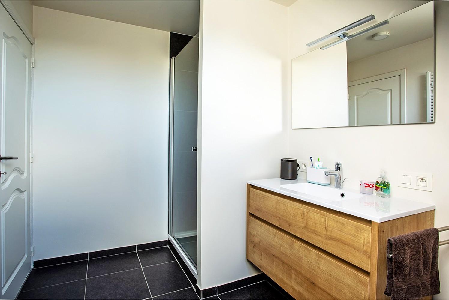 Verrassend ruim, lichtrijk appartement met 3 slaapkamers in hartje Broechem! afbeelding 12